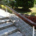 Değiştirilecek olan eskimiş çam Merdiven küpeşte